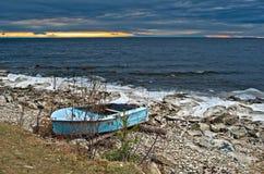 Fartyg på kusten av laken Baikal Royaltyfria Bilder