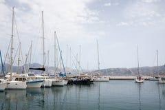 Fartyg på marinaen Royaltyfri Bild