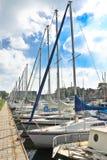 Fartyg på marinaen Huizen. Arkivbilder