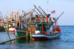 Fartyg på pir Thailand Arkivbild