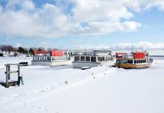 Fartyg på port i vinter royaltyfria bilder