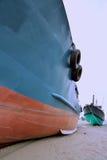 Fartyg på sand Fotografering för Bildbyråer