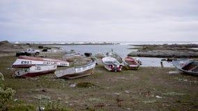 Fartyg på segla utmed kusten lager videofilmer