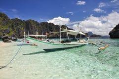 Fartyg på Shimizu Island nära El Nido - Palawan, Filippinerna Royaltyfri Fotografi