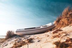 Fartyg på stranden arkivbilder