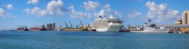 Fartyg på stranden Fotografering för Bildbyråer