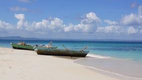 Fartyg på stranden Cayo Levantado, Dominikanska republiken Fotografering för Bildbyråer
