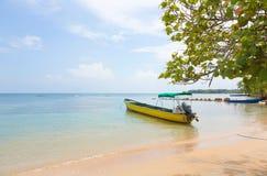 Fartyg på stranden, Panama Arkivfoto