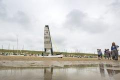 Fartyg på stranden under runda Texel Royaltyfria Foton