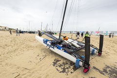 Fartyg på stranden under runda Texel Royaltyfri Foto