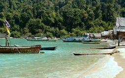 Fartyg på Surin öar på Thailand Fotografering för Bildbyråer