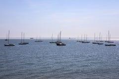 Fartyg på Thorpe Bay i Essex royaltyfri foto