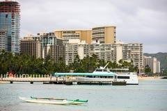 Fartyg på Waikiki, Hawaii Arkivbilder