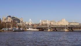 Fartyg på flodThemsen Arkivbilder
