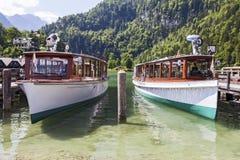 Fartyg på laken Konigssee germany Arkivfoton