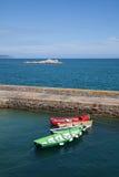 Fartyg som ankras på marina Arkivfoton