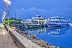 Fartyg som anslutar på port Ouchy Arkivbild