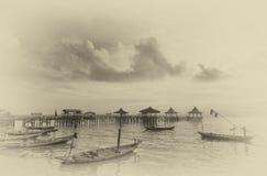 Fartyg som ansluter på strandremsan Arkivfoton