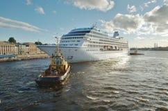 Fartyg som drar skeppet Royaltyfria Foton