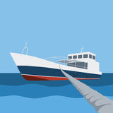 Fartyg som förtöjas med repet Arkivfoto