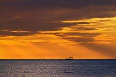 fartyg som fiskar det små havet Royaltyfri Bild