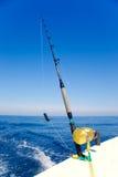 fartyg som fiskar guld- fiska med drag i för havrulle Fotografering för Bildbyråer
