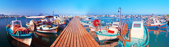 fartyg som fiskar hamn Royaltyfria Foton