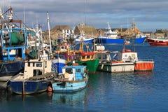 fartyg som fiskar hamnhowth Royaltyfri Fotografi