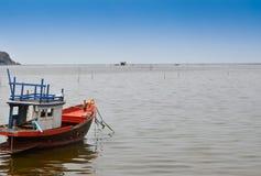 fartyg som fiskar havet Royaltyfri Bild
