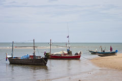 fartyg som fiskar havet thailand Arkivbild