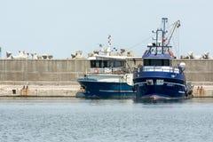 fartyg som fiskar port Royaltyfri Fotografi