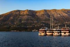 Fartyg som parkerar i Adriatiskt havet fotografering för bildbyråer