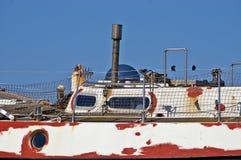 Fartyg som väntar på målarfärg Royaltyfri Foto
