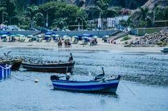 Fartyg, strand och Lima Royaltyfri Fotografi