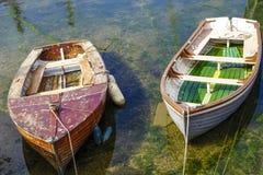 Fartyg tömmer nästan hamnhamnen Brixham Devon England UK Fotografering för Bildbyråer