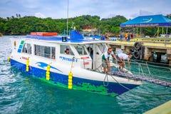 Fartyg till Boracay på Caticlan bryggaport Fotografering för Bildbyråer