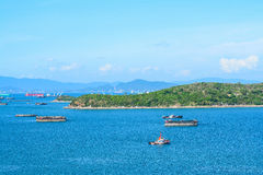 Fartyg transporterar på Koh Si Chang Royaltyfria Foton