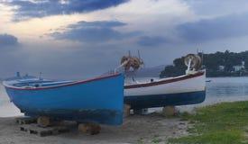 Fartyg under en aftonsky Royaltyfri Foto