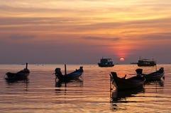 Fartyg under solnedgången, Thailand Royaltyfria Foton
