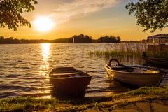 Fartyg vid Trakai rockerar - en populär turist- destination i Litauen Arkivfoton