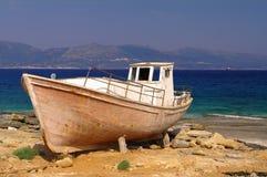 fartygelafonisos som fiskar den gammala grekiska ön Royaltyfri Fotografi