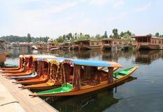 Fartygen i den Srinagar staden (Indien) Arkivfoton