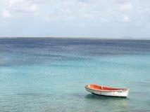 Fartyget bevattnar på Bonaire Arkivfoto