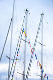 fartyget dekorerade flaggamasts seglar Royaltyfri Foto