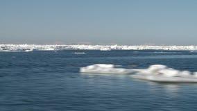 Fartyget flyttar sig bland isen i Nordsjö lager videofilmer