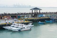 Fartyget och port parkerar Arkivbild