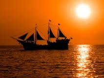 fartyget piratkopierar Arkivbild
