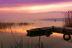 Fartyget som anslutas på sjön Balaton Royaltyfria Foton