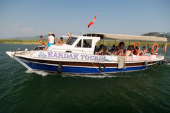 Fartyget turnerar i Dalyan Royaltyfri Foto