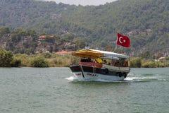 Fartyget turnerar i Dalyan Royaltyfria Bilder